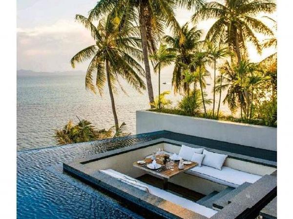 Luxury world traveler
