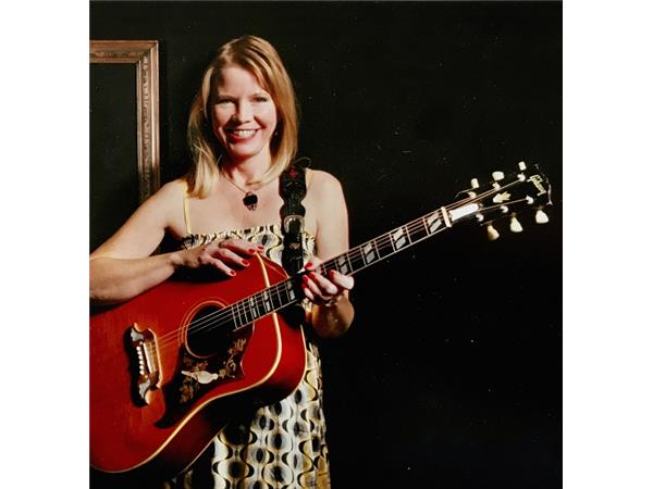 Big Blend Radio: Peggy James - Nothing in Between