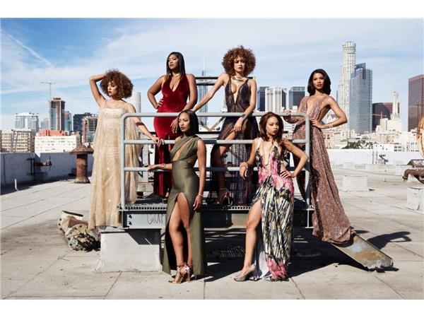 Models Niki Davis & Lauren Allen w/One Strut Models will be LIVE  5-30 at 8:30PM